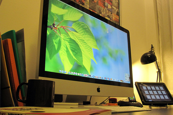 imac ipad iphone Inspirational Workspace: 60 Awesome Setups