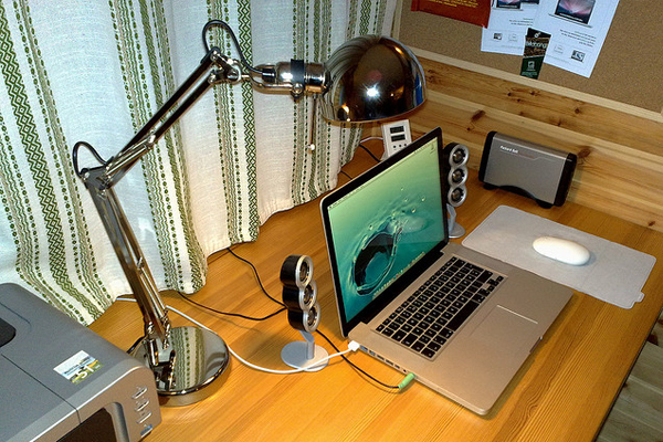 macbook pro mighty mouse Inspirational Workspace: 60 Awesome Setups