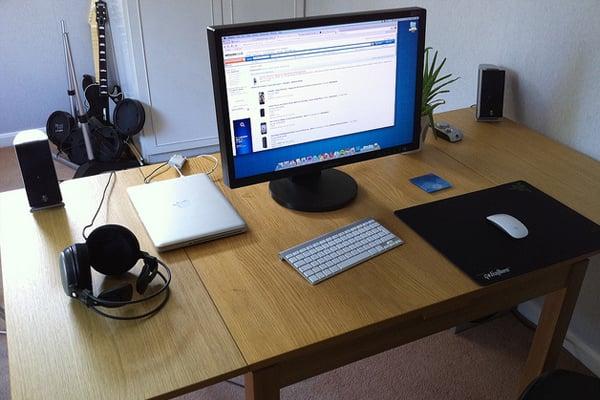 open desk space macintosh Inspirational Workspace: 60 Awesome Setups