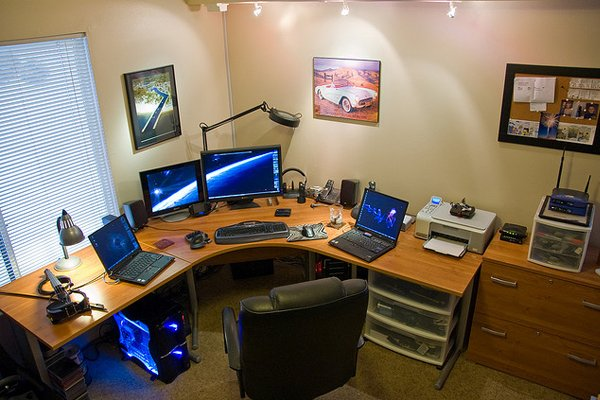 widescreen home office michigan Inspirational Workspace: 60 Awesome Setups