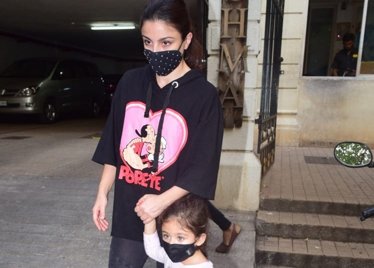 Actress Soha Ali Khan and her daughter Inaaya Naumi Kemmu seen at Mumbai's Bandra