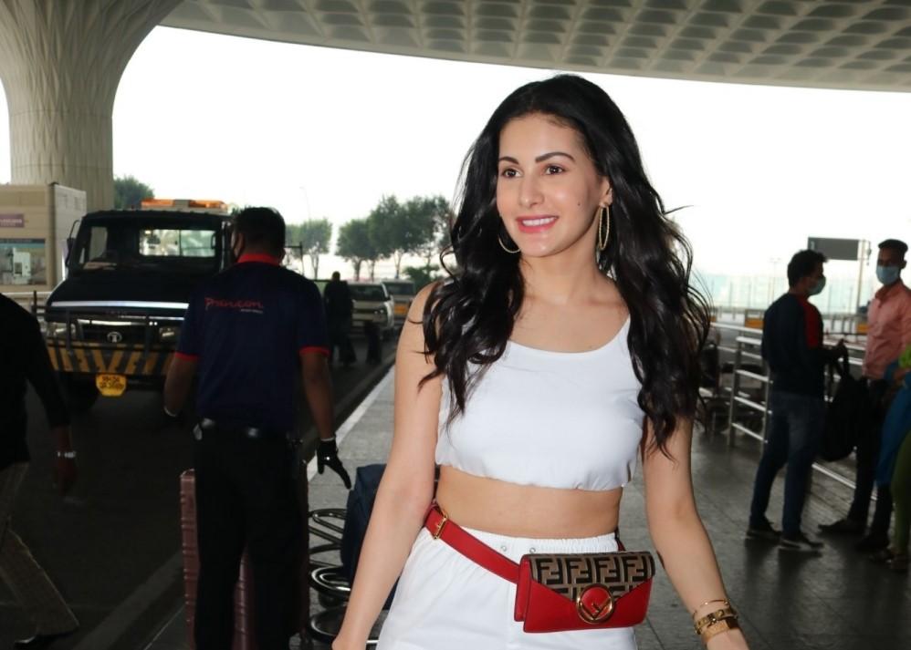 Actress Amyra Dastur seen at the Chhatrapati Shivaji Maharaj International Airport in Mumbai