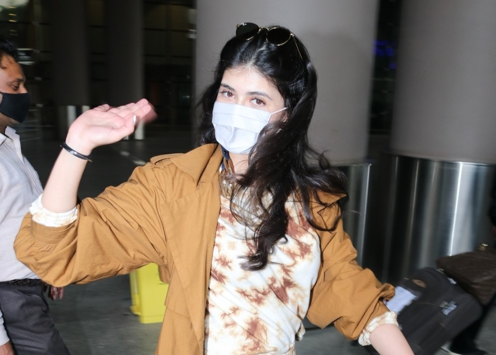 Actress Sanjana Sanghi seen at the Chhatrapati Shivaji Maharaj International Airport in Mumbai