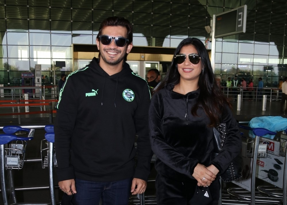 Arjun Bijlani & Family seen at Airport Departure
