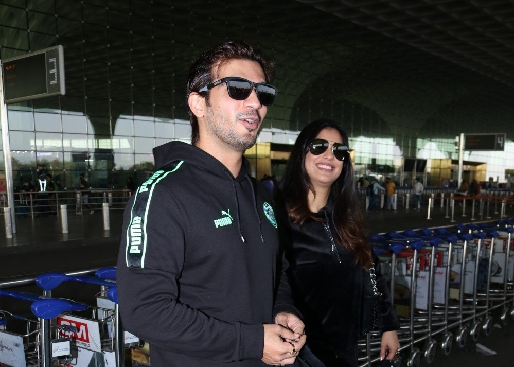 Arjun Bijlani and HisFamily Spotted At Airport Departure