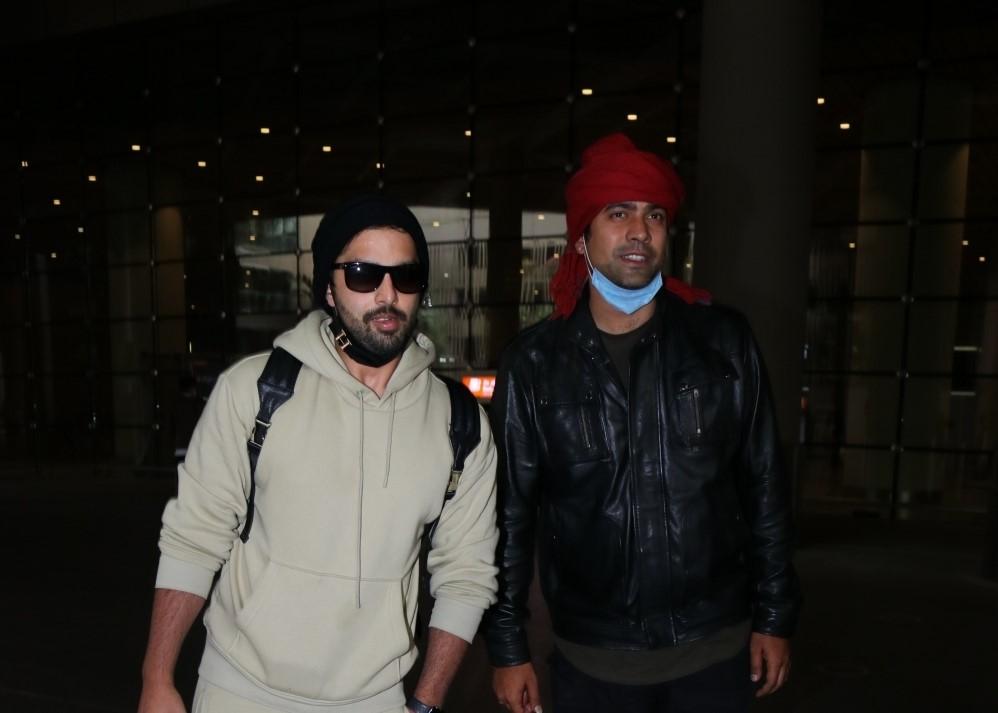 Himansh Kohli & Jubin Nautiyal Spotted At Airport