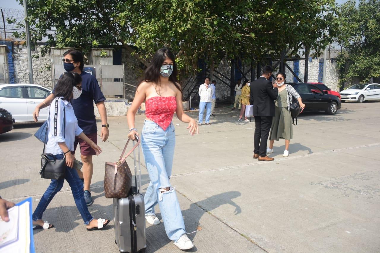 Natasha Dalal & others leaving for marriage in Alibaug