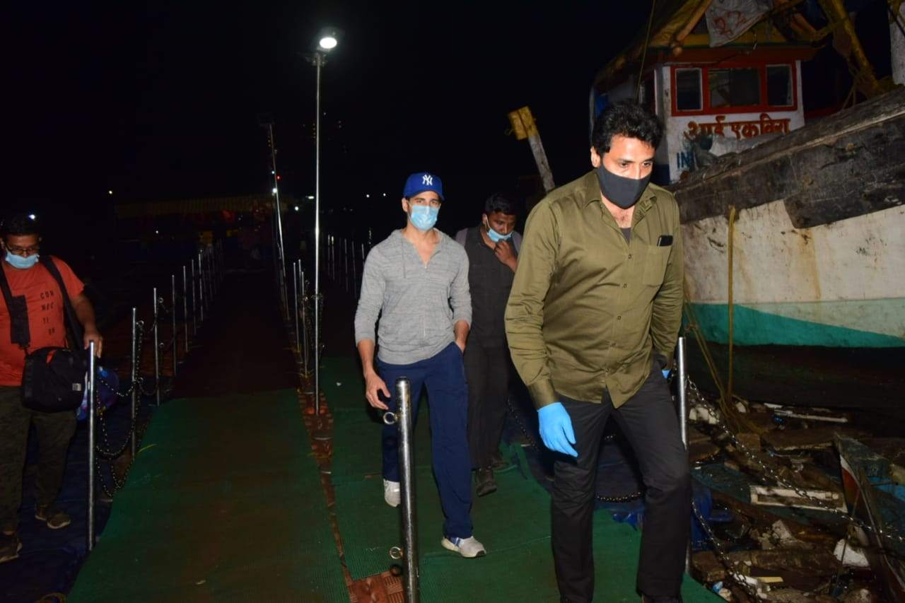 Sidharth Malhotra Spotted Versova Jetty