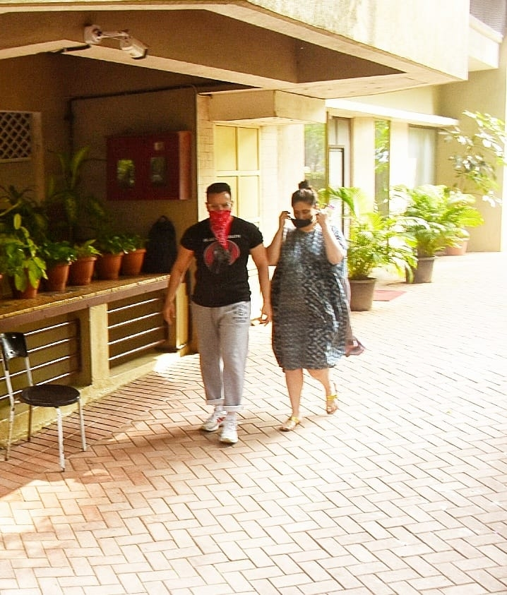 Star couple Saif Ali Khan and Kareena Kapoor Khan seen at a Bandra clinic in Mumbai