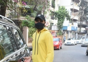 Harbhajan Singh and wife spotted clinic in Bandra