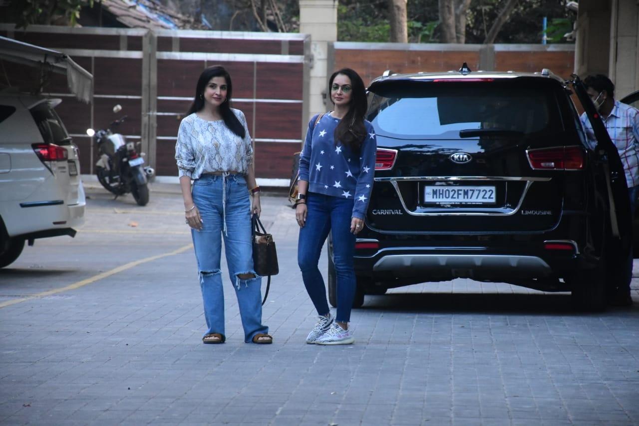 Seema Khan And Maheep Kapoor Spotted at Amrita Arora HouseFor Birthday Party