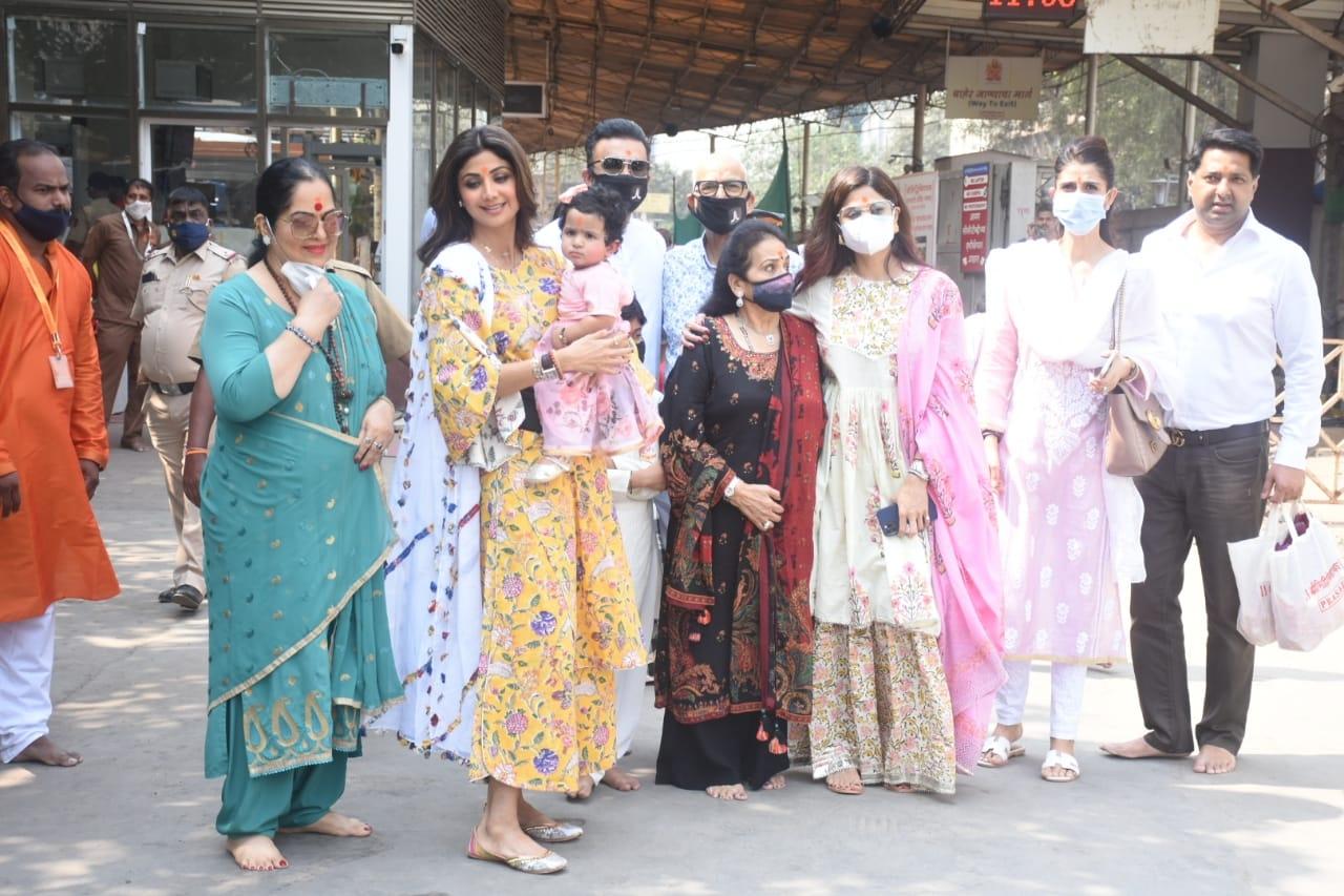 Shilpa Shetty & Family Visit Siddhivinayak for Samisha's first birthday