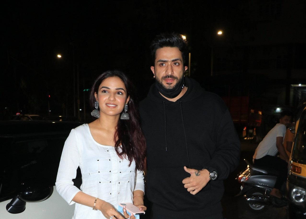 Aly Goni & Jasmin Bhasin Snapped At Bastian Bandra