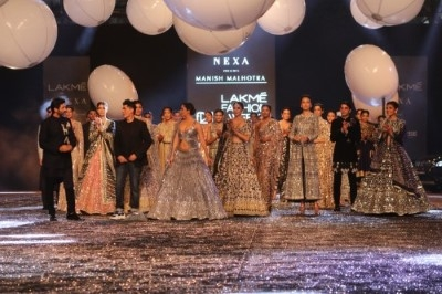 Kiara Advani & Kartik Aaryan Turns Showstopper For Manish Malhotra