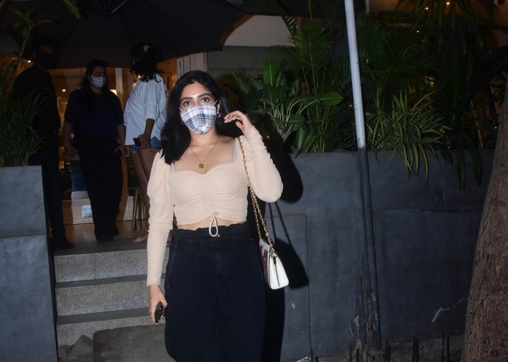 Kritika Kamra & Bhumi Pednekar Spotted in Bandra