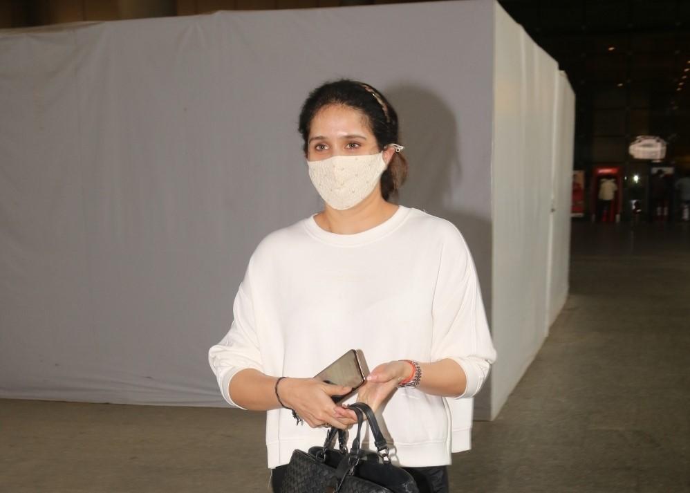 Sagarika Ghatge Spotted at Airport Arrival