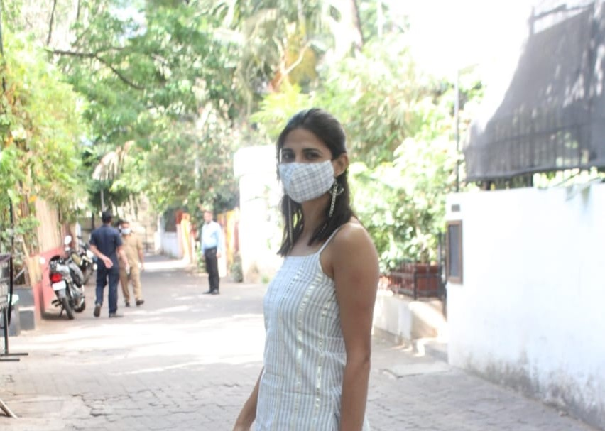 Aahana kumra snapped at Prithvi theatre Juhu