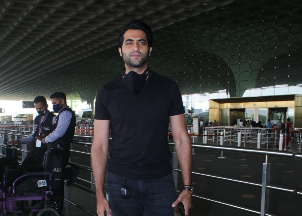 Akshay Oberoi Spotted at Airport Departure