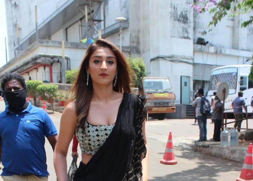 Dhvani Bhanushali at Indian Idol Set Filmcity Mumbai