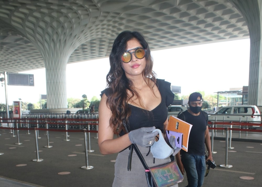 Divinaa Thackur Spotted At Airport Departure.