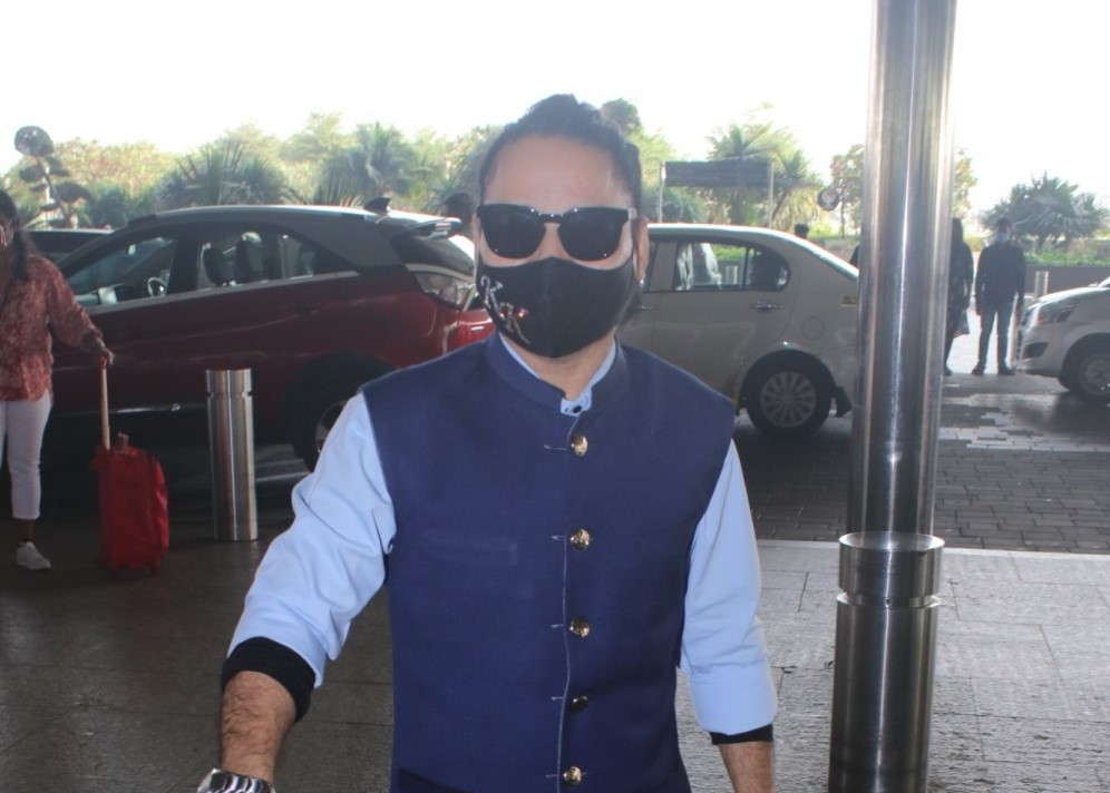 Kailash Kher Spotted at Airport Departure