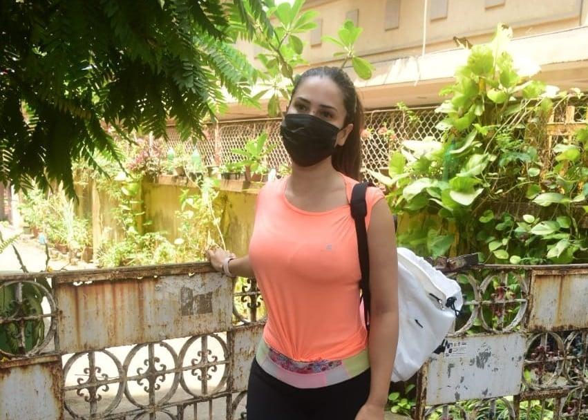 Kim Sharma Spotted In Bandra