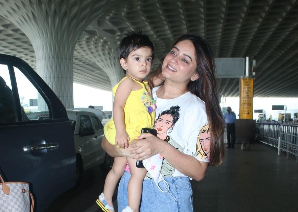 Mahhi Vij & Tara Jay Bhanushali Spotted at Airport Departure