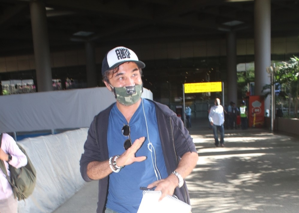 Siddhant kapoor spotted at airport arrival