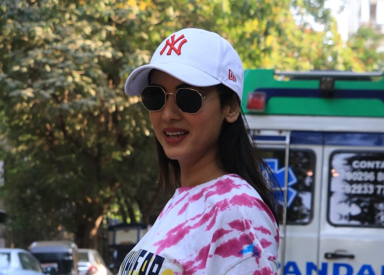 Sonal Chauhan Spotted at Glory Salon Bandra